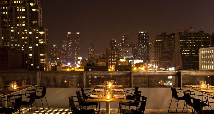 Sul tetto del mondo il miglior skyline di new york dagl hotel for Stanze in affitto new york manhattan