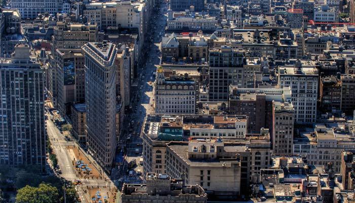 Il grattacielo sorge tra la 23esima strada la quinta strada