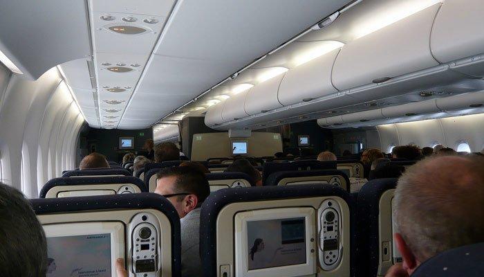 Voli per gli usa airbus a380 di air france for Piani di cabina contemporanei