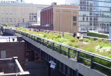 """High Line 20th Street looking downtown"" by Beyond My Ken - Own work. Licensed under GFDL via Commons - https://commons.wikimedia.org/wiki/File:High_Line_20th_Street_looking_downtown.jpg#/media/File:High_Line_20th_Street_looking_downtown.jpg"